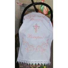 Пасхальный рушник с вышивкой в нежно-розовых тонах