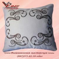 Декоративная подушка со съемной вышитой наволочкой