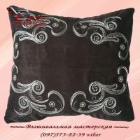 Подушка с вышивкой цвета шоколада