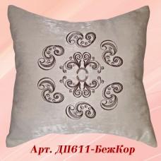 Нежная декоративная подушка бежевого цвета