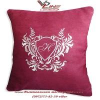 Именная подушка с вышитым инициалом