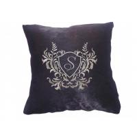 Декоративная подушка с вышитым инициалом