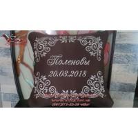 Декоративная подушка с вышитой фамилией