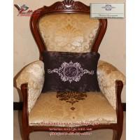 Эксклюзивный подарок - декоративная подушка с вышитым семейным гербом