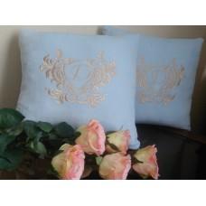 Именная подушка с вышитым инициалом - оригинальный эксклюзивный подарок