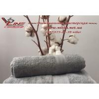 Махровое полотенце серого цвета под вышивку
