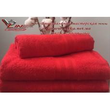 Махровое полотенце красного цвета с бордюром