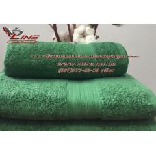 Махровое полотенце зеленого цвета с бордюром 420